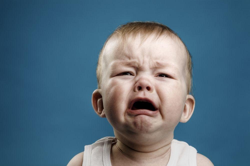 Obrazek ukazuje płaczącego malca.